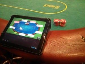 notes at poker table