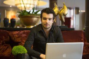 Chris Moorman online