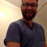 Daniel Negreanu peeing