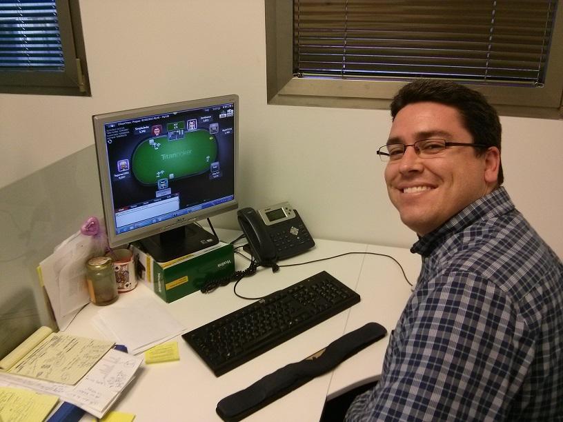 Robbie playing online poker at Titan Poker