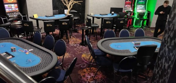Showdown Casino Prague poker tables