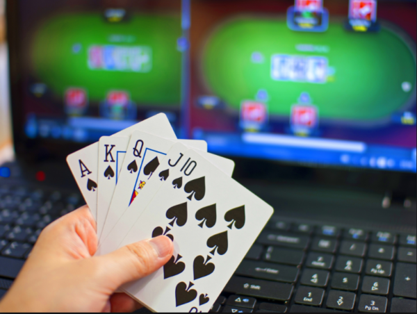 7 Differences Between Live and Online Poker | Cardplayer Lifestyle