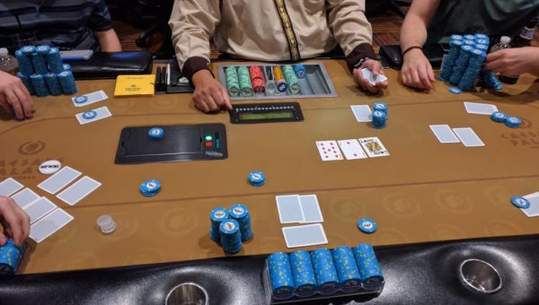 simultaneous hold'em and omaha