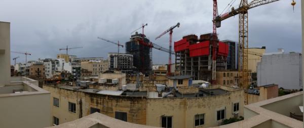 Malta cranes